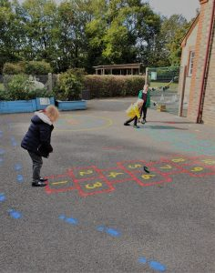 outdoor learning hopscotch in french